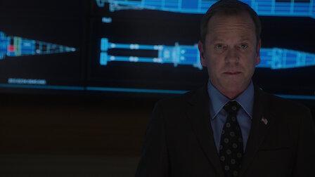 觀賞兩艘船。Episode 6 of Season 2.